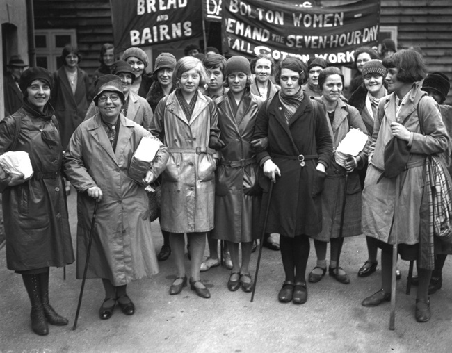 1939-un-gruppo-di-operaie-inglesi-protestano-a-londra-per-un-miglioramento-delle-condizioni-di-lavoro-foto-gettyimages.jpg